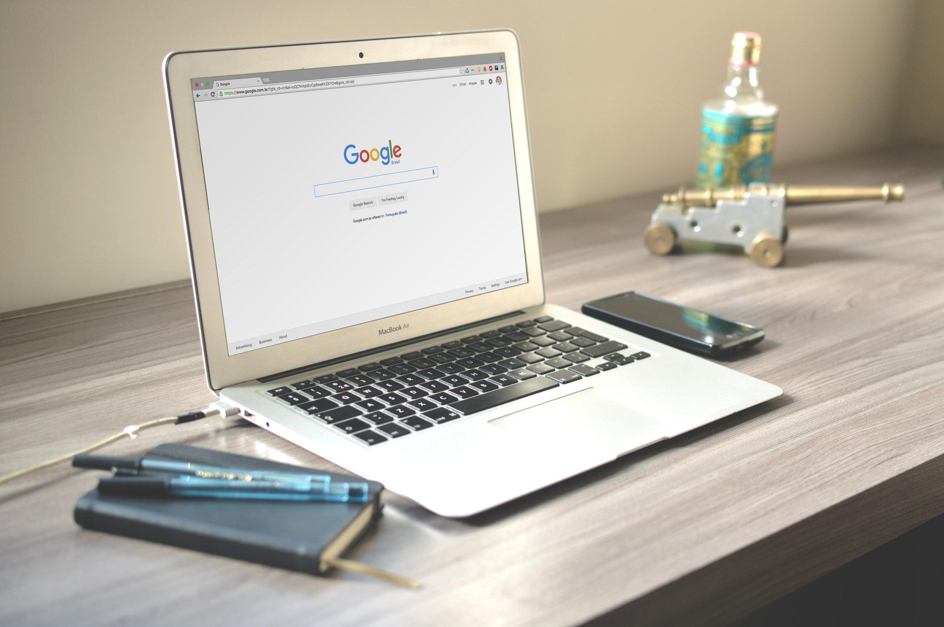 Google Ads (SEM) czy Pozycjonowanie (SEO) dla Restauracji
